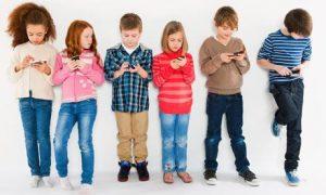 Read more about the article मुलांच्या हातात मोबाईल देताय? मग हे जरूर वाचा